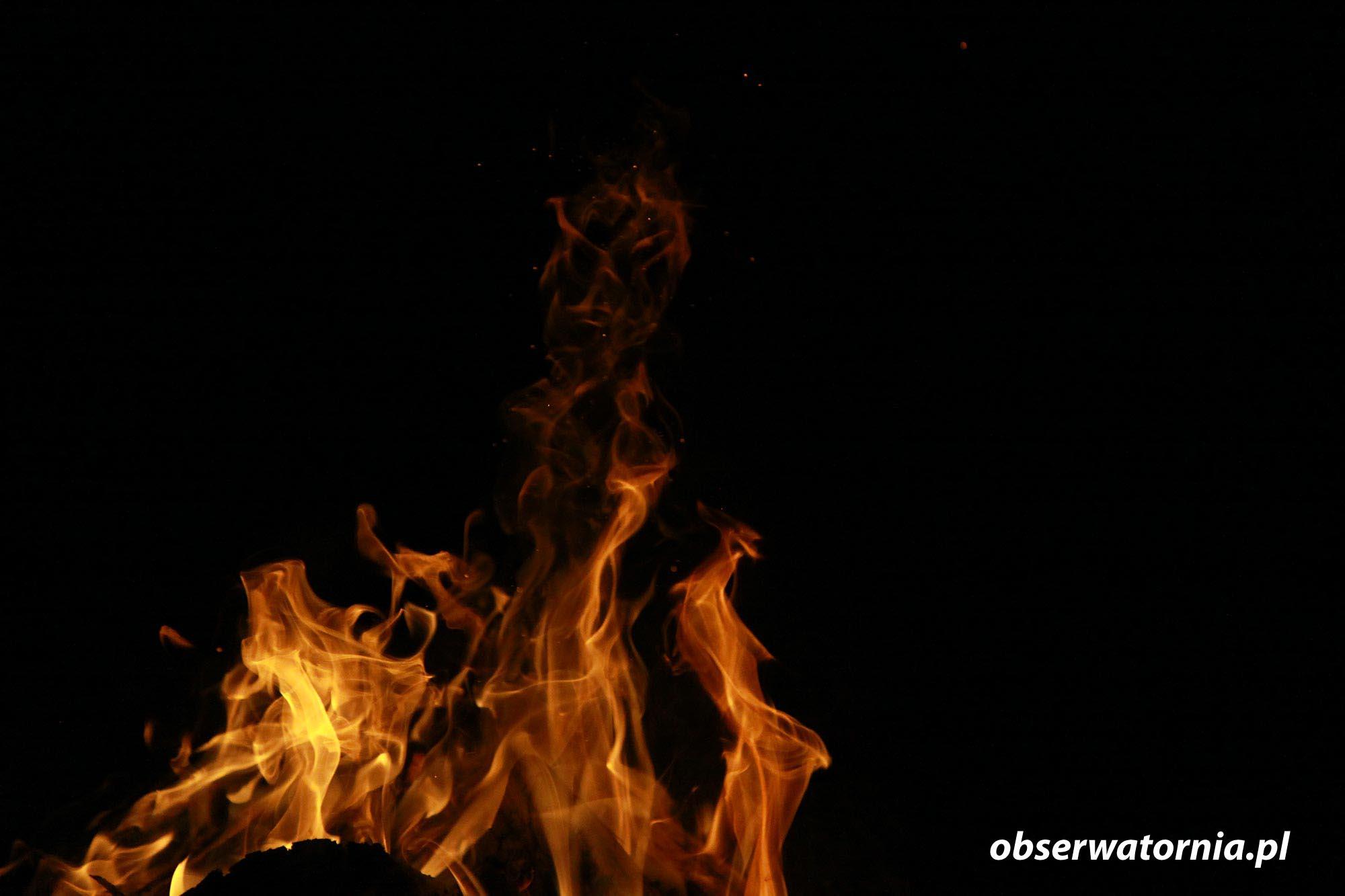 Kształty z Ognia i z odbitego Światła Ognia