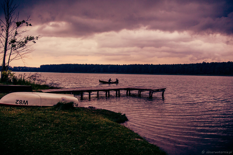 Jezioro Kierwik z burzową aurą